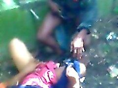 Scopare veloci delle di un puttana bangladesi da 2 ragazzi