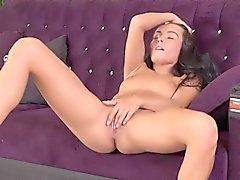 Flawless TCHEQUE bombasse lexi masturbe dona et orgasmes