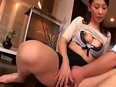Pantyhosed Oriental Frau mit großen Titten und sexy Beine liebt