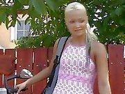 Sexy teen blondes fickt Opa in der Uniform