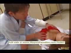 De fille tuner AV japonaise sont d'une infirmière coquine au belle lingerie