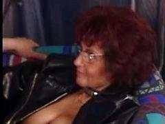 Проколол Granny Fucks Снова