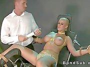 Nichons Grandes blond strapped et la jonglé dur