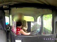 Bellissimo bambina fisica scopare a falso taxi a pubbliche