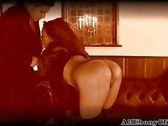 Британской Красавица Кейша получает выебанная в Ebony Stockings