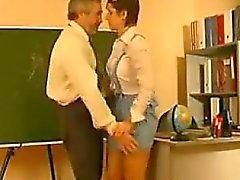 La colegiala luego jodida por su profesor de