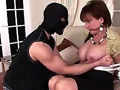 Señora a Sonia masturbándose