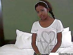 Ébène Schoolgirl obtient raillé de Nevaeh