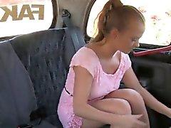 Braunhaarig Amateur Fick auf Fake dem Taxi in den öffentlichen