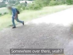 Gefälschte Cop Public Sex liebende Polizist fickt Rotschopf im Busch
