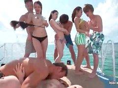 Verrücktes Orgy on the beach