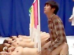 Jóvenes damas All Nippon se la follan en la una demostración de juego