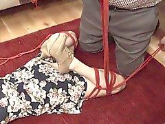 Экстремальная шлюха насильно Анна спаривались и стучали БДСМ югу