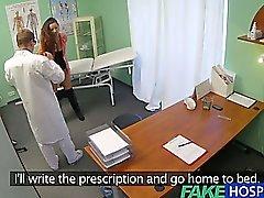 FakeHospital браке жена с проблемой фертильность влагалище рассмотрел и берет у доктора