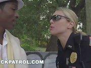 BLACKPATROL - Female Cops Make a Pimp ein Ho (xb15820)