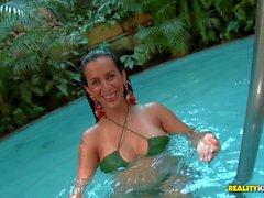 Del bikini rivestito di bombshell brazilian Nicolle Bitencourt