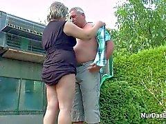 El abuelo y la abuela alemana carajo in Garden