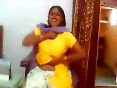 Indian sex video van een Indiase aunty toont haar grote borsten