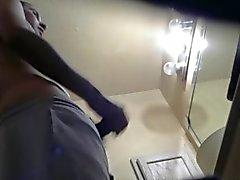 Поймал мои Другу Straight мастурбировать в уборной