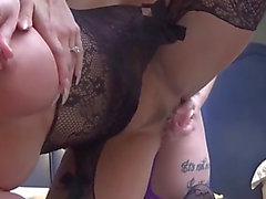 Tit fuck lezbiyenlerin vibratör ve tanga tokat