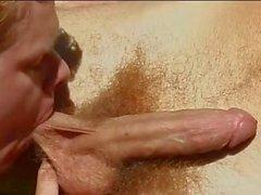 Heißer bemuskelt Poolboy das Bohren geilen Homosexuell Twink im Freien