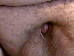 Individuo gordo con una minúscula la polla masturbándose .