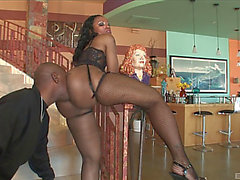 An Ebon Honey Receives A Rim Job On Her Large Gazoo Then That Babe Receives Nailed