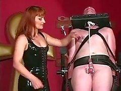Amigo esclavo tratando de complacer a su gran dueña tits