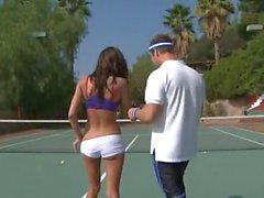 Heiß Chayse Evans Durchgevögelt an Tennisplatz