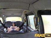 FakeTaxi Cattiva reputazione di John fotte ventola di taxi dura