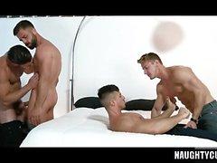 Big dick homoseksuaalinen suullinen seksi, jolla on cumshot