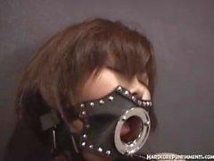 Tratamento BDSM japonês incondicional para mulheres orientais jovens