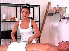 Masajista caliente de da Estimulacion Con La Mano y follar del cliente