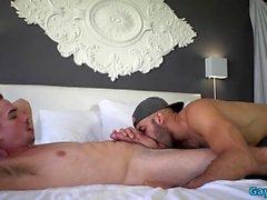 Горячий гей-оральный секс с кончиной
