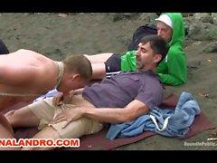 Outdoor Gay di BDSM Servitù schiavi on the Beach