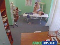 FakeHospital врача становится шариками глубокий вместе с бисексуальном пациент то время как бойфренда