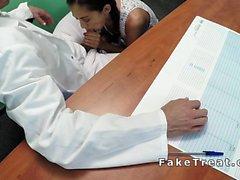 Rusça hatun orgazmı dek doktor sikikleri