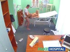 FakeHospital Caliente rubia tetona recibe un creampie del médico
