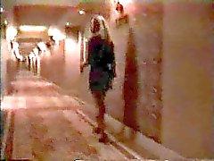 Blonde geneukt door veiligheidsagent in een hotel !
