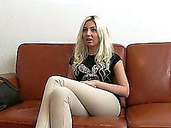 Blond geben Kopf Geschäft im Amt am Guss