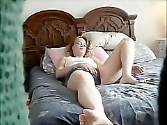 Shalene masturberen op bed