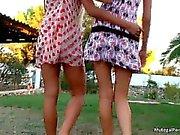 Due grandi ragazze lesbiche si divertiranno