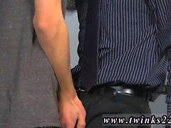 Homosexuell Twink mit kleinen Boxer und riesigen Schwanz Jason Alcok ist ein k