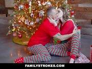 FamilyStrokes - Follando a mi padrastro en la mañana de Navidad