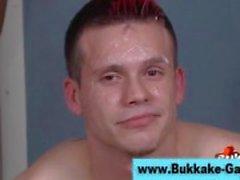 Kontrollera kåta Bukkake homosexuell få omfattas