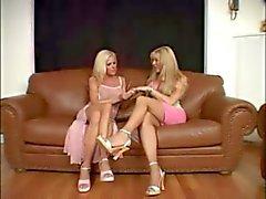 Blondes Transsexuelle und Mädchens