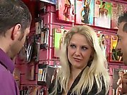 Att ha stulit eurobabe doublepenetrated i butiken