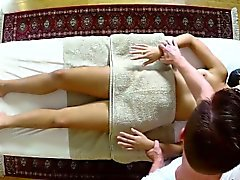 Blonde babe tit le massage