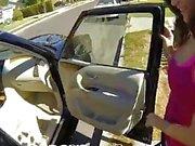 POVD - Salope de voiture Holly Michaels est baisée dans le coffre