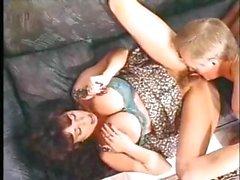 Busty брюнет Хизер Ли представляет собой классический клип горячий гребаный